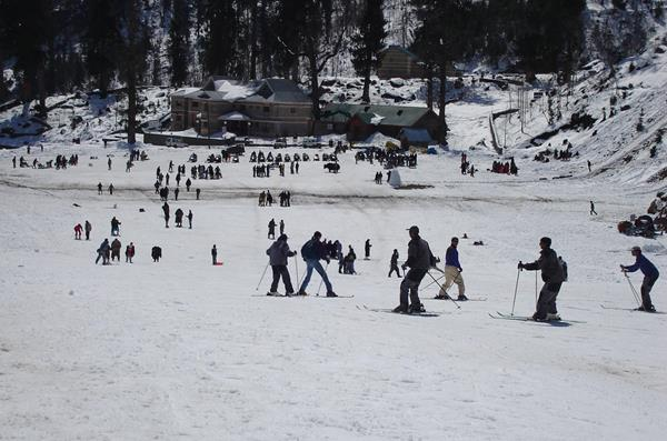 Skiing at Manali