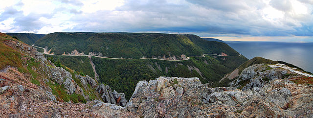 Cabot trail photo by Chensiyuan. License: CC BY-SA 4.0.