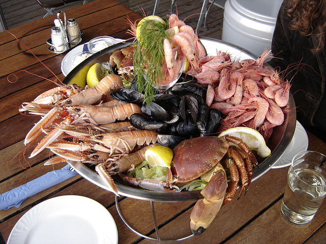 Seafood dish photo by Elapied. License: CC BY-SA 2.0 FR.
